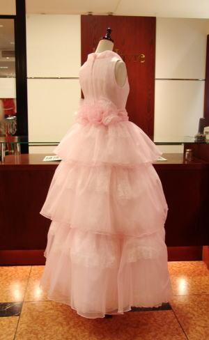 ウエディングドレスを、3ステップスロールカラードレスにリメイク