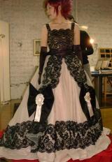 大きいリボンのドレス