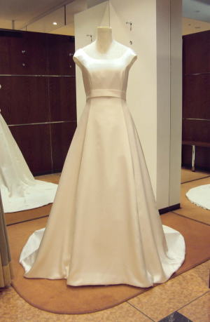 クラシカルトレーンウエディングドレス