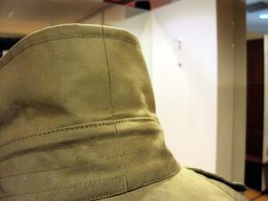 バーバリーコートを「台襟付き襟高コンパクトショート丈」にリメイク!