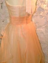 ウエディングドレスを、カラードレスにリメイクする