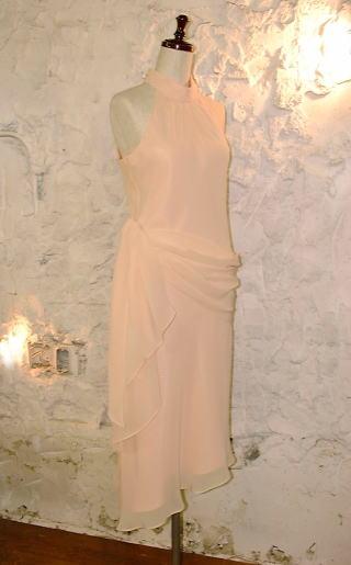 ホルターネックドレス