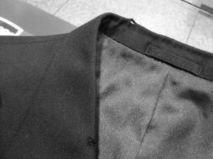 ジャケットの襟虫食いによる穴をかけはぎ