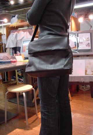 レザーコート・ジャケットをバッグにリメイクする