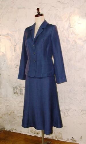 linenスーツ