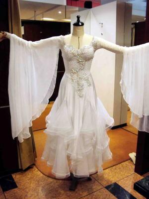 社交ダンスドレスにフロートを創ってより華やかにリメイク!