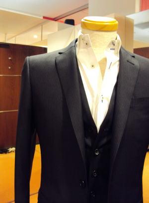 Xラインのナロースーツ&ベスト メンズスーツ