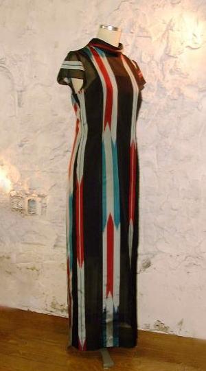 スタンドカラードレス