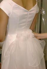 スレンダーウエディングドレス