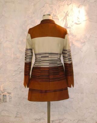 スタンドカラー&オーバースカート