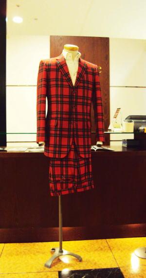 タータンチェックでメンズのステージ衣装スーツ!