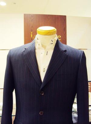 定番3つボタン2つがけスーツ
