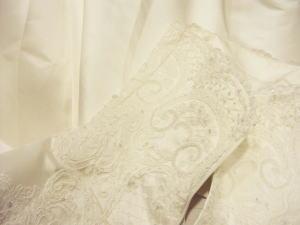 ウエディングドレスの幅だって美しく調整リメイクする!