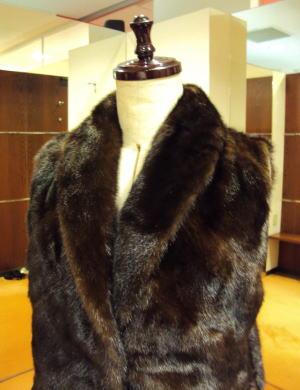 ファーミンクコートをベストと襟巻きに豪華リメイク!