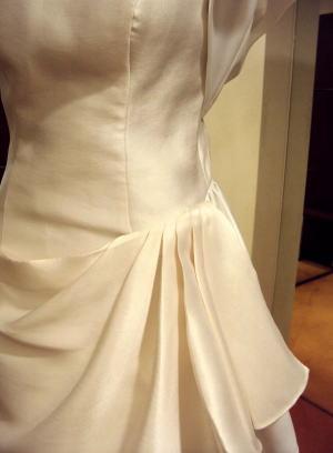 モチーフ&ドレープで華やいだドレスにリメイク!
