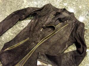 レザージャケット袖の幅を太めにしてみる!