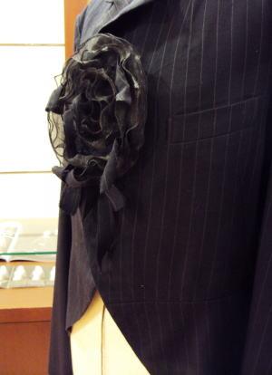 手袋でジャケットのコサージュを創る!
