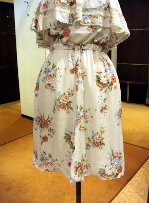 スカートらしさの雰囲気に創り上げるために、身幅を調整しながらすそ線までやわらか感を出す