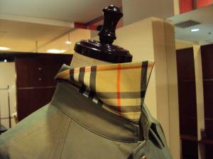 紳士バーバリーコートをデザインそのまま女性用にリメイク
