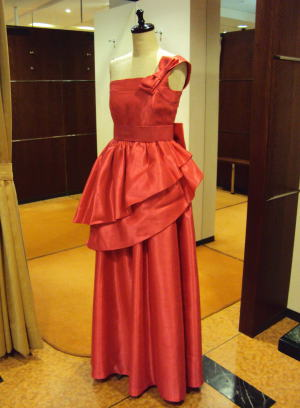 ドレスを左ショルダードレスにリメイク!