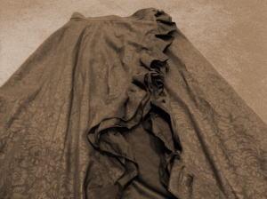巻きロングスカートをフェイクレイヤードジレ&シュシュ!
