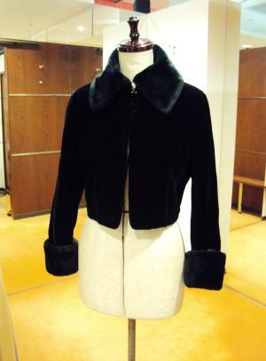 ファー付ベルベットジャケットを、ウェーブスタンド襟でチェンジ!