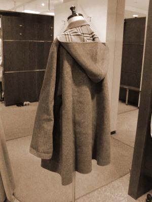 バーバリーコート襟ショールカラーフード付一枚仕立てコートをサイズダウン&身頃続きのフードコートにリメイク