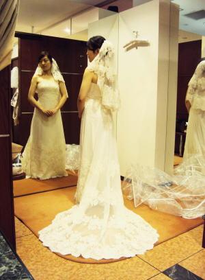 ウエディングドレスの身幅を綺麗サイズアップ!