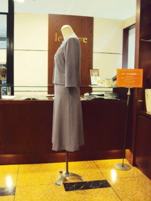 着物生地「絽(ろ)」で創るノーカラースーツ